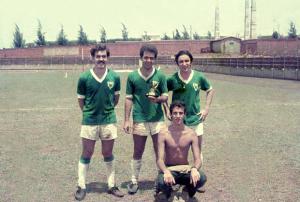 Figura 31: Os três jogadores pertencentes à Turma 70. Da esquerda para a direita Sérgio Birigui, eu e Fernando Várzea.