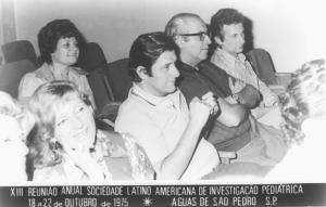 Figura 37– Horácio Toccalino, meu grande mestre, no centro da foto, ao seu lado direito Jorge Ortiz e Ricardo Licastro médicos do Policlínico Alejandro Posadas. Toccalino, infelizmente, neste ano foi diagnosticado com um câncer intratável e veio a falecer em 1978, aos 42 anos de idade.