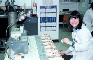 Figura 42- Mary Ann Bayne a bióloga que me ensinou a técnica da perfusão intestinal em ratos in vivo, grande amiga e companheira dos procedimentos de perfusão intestinal.